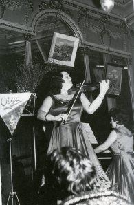Ramos, Olga con su trío en el café Varela, 1963