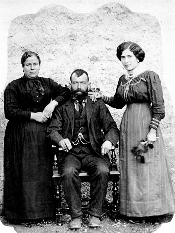 Torrodellas Español, Cleto con esposa y hija