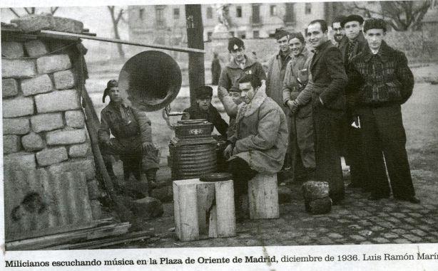 Milicianos en la Plaza de Oriente002