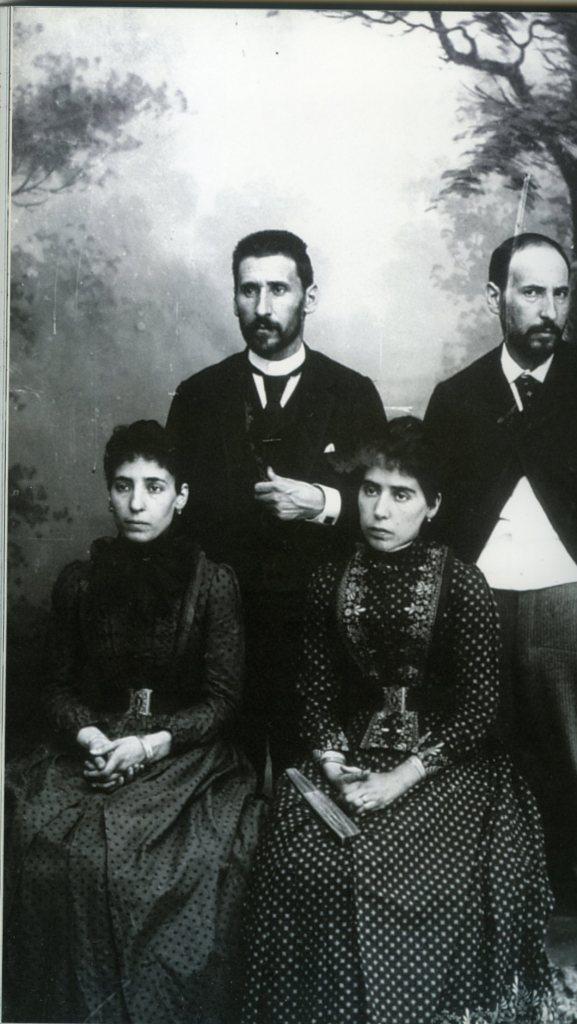 Ramón y Cajal  -izquierda- con sus hermanos006