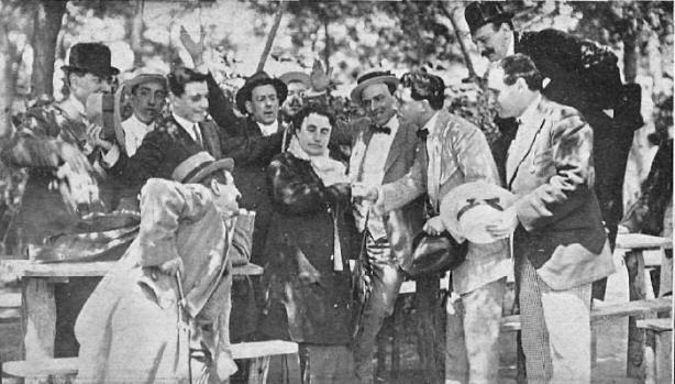 Madame Pimentón saludada por el actor Peña