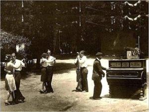 Bailando en La Bombilla (h. 1920)