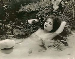 Clara_Bow_in_Hula[1]
